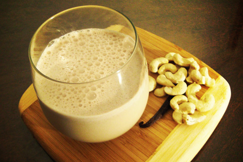 Cashew-Nuts-Milk